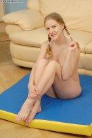 Красивые порно фотки от сайта AssTeenMouth с русской красоткой April